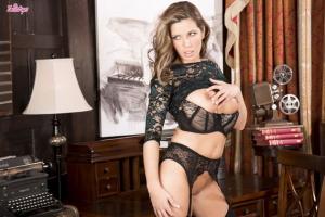Vicky Burns – Dark And Sexy